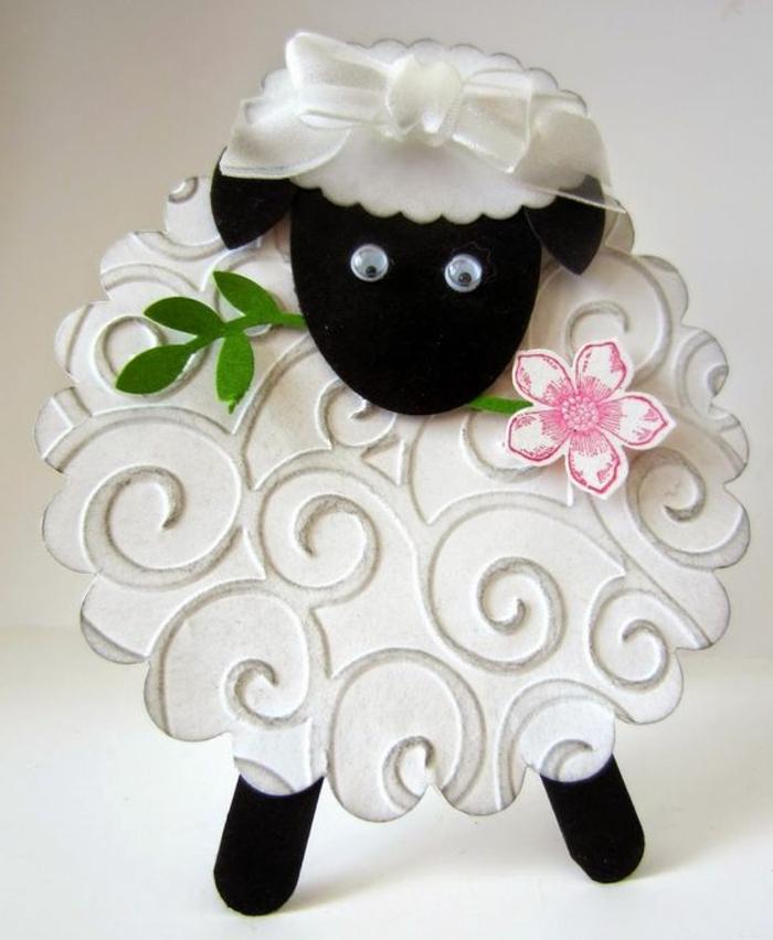 brebis blanc et noir, carte de paques, fleur en papier rose, ruban blanc, idée activité créative de paques, des yeux mobiles