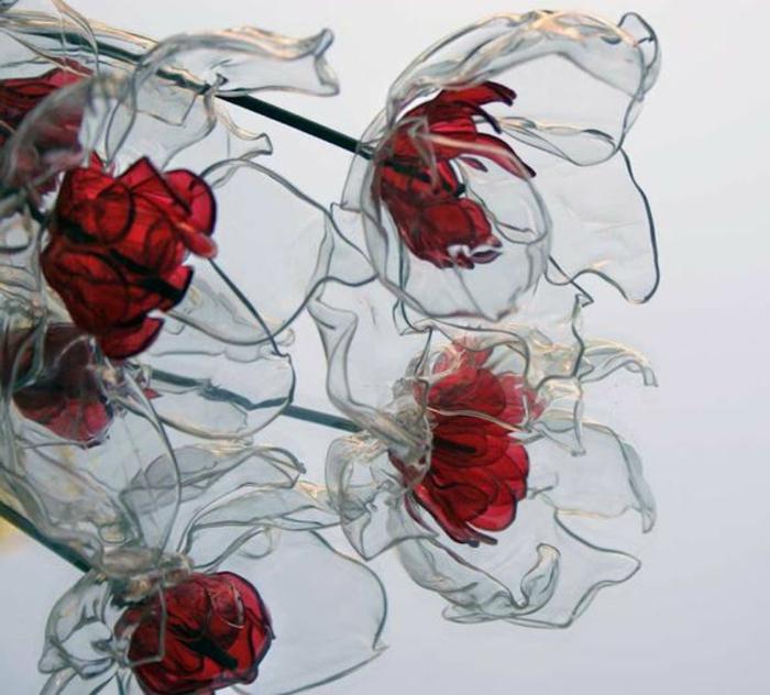 bricolage avec bouteille plastique, faire des fleurs en bouteilles plastiques
