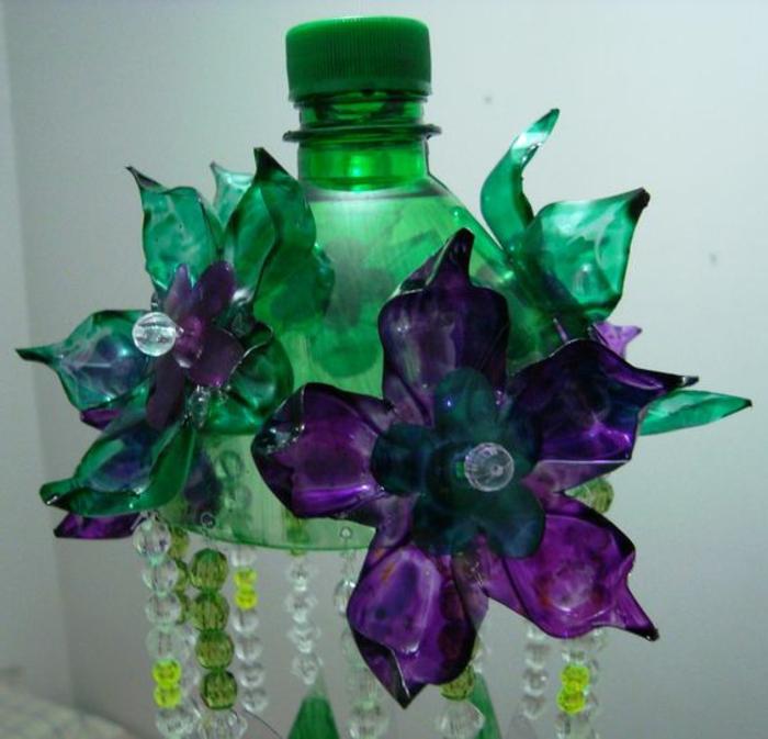 bricolage bouteille plastique, abat-jour avec bouteilles