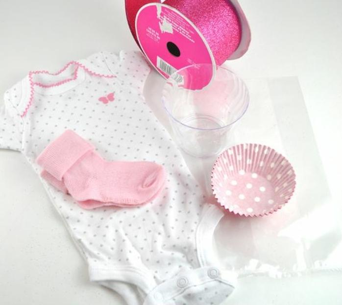 comment faire des cupcakes avec bodies, idées de cadeau pour une baby shower fille