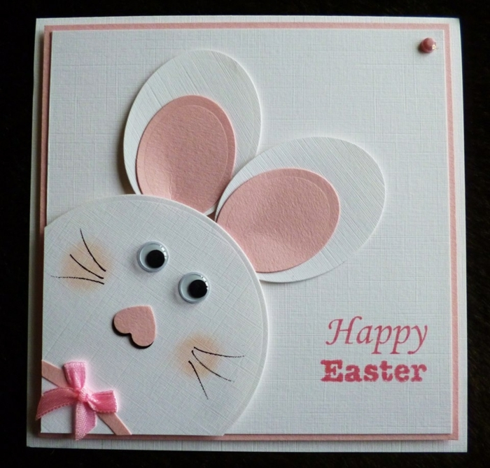 carte joyeuse paques, lapin de paques blanc, oreilles rose, ruban et museau rose, des yeux mobiles, papier blanc