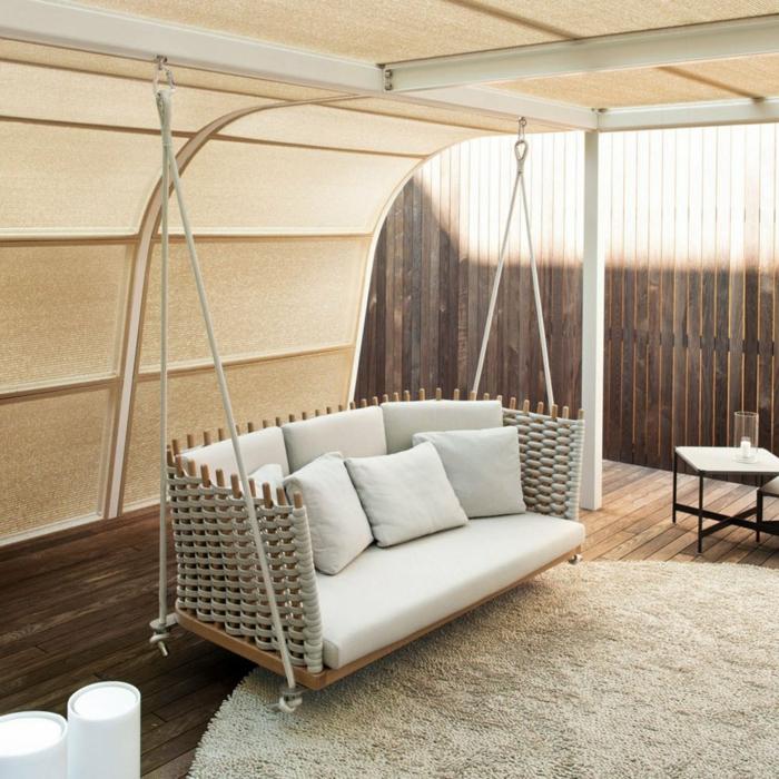 chaise balancoire, un sofa balançoire dans un salon élégant