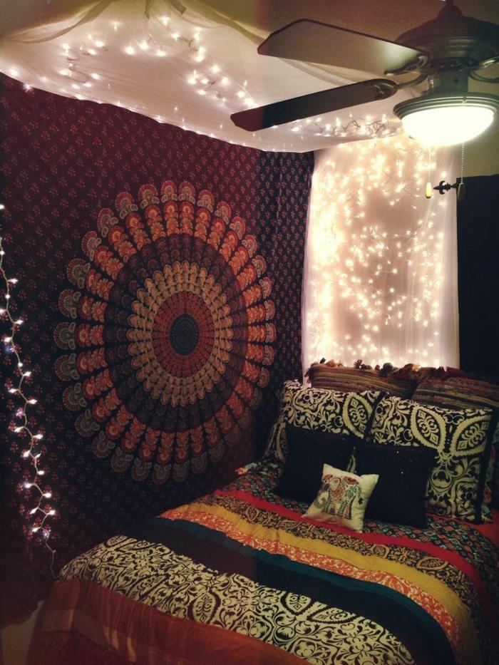 decoration boheme, ventilateur de plafond, guirlande lumineuse, coussins avec éléphant