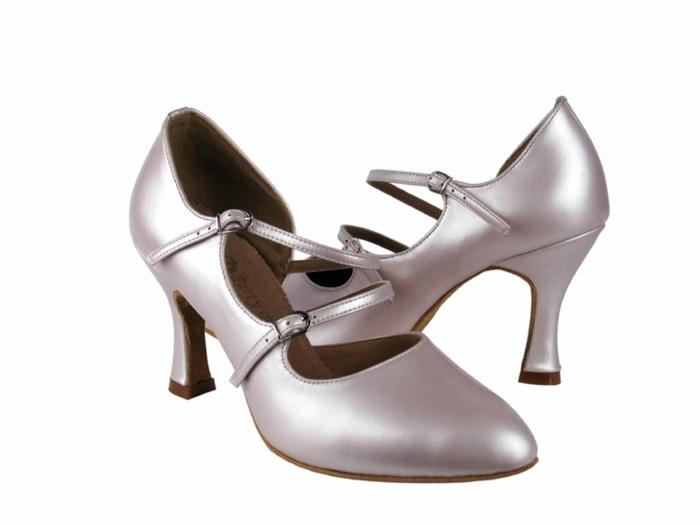 chaussures danses finition satinée et matte en couleur lavande avec 2 fermetures et pieds couverts