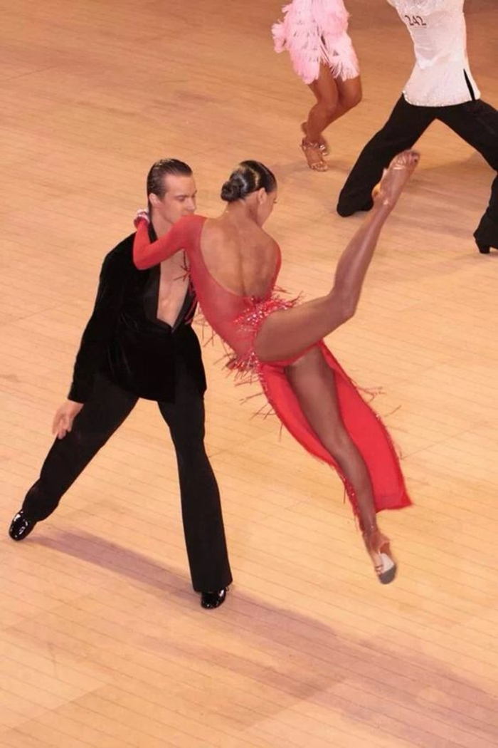 chaussures de danse satinées pour aller en compétition confortables pour les acrobaties