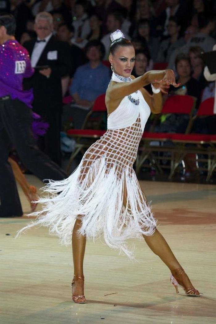 chaussures de danse latina beige satiné modèle classique