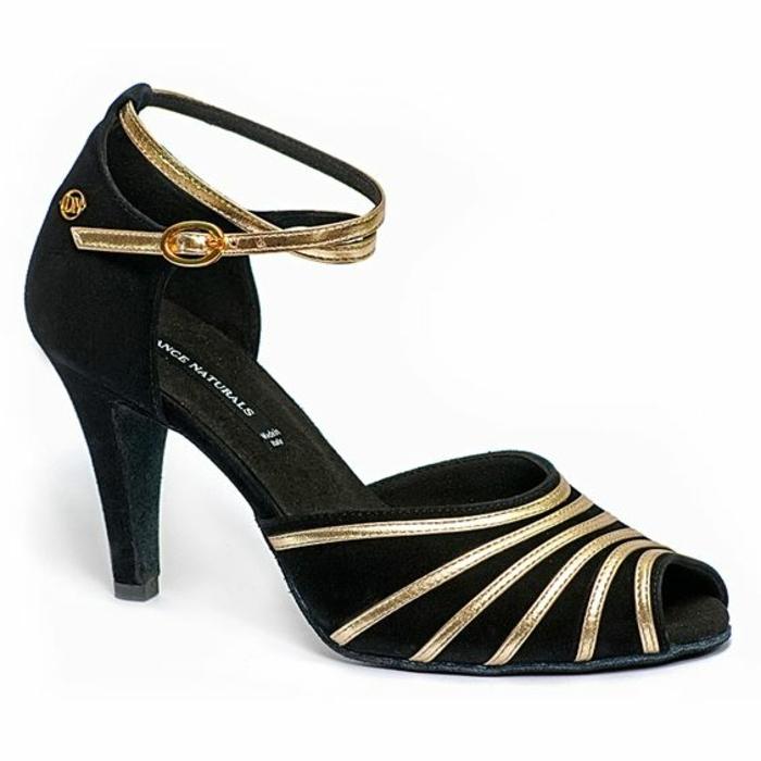 chaussures danse en noir et couleur dorée soulignantes les chevilles fines