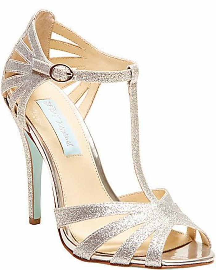 chaussure danse talon aiguille slim qui se ferme gracieusement sur la cheville