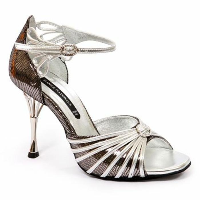 chaussures danse en blanc et bronze aux motifs arabesques sur la cheville et un talon excentrique