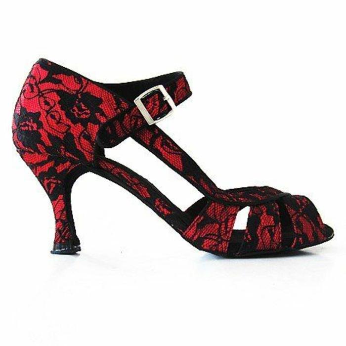 chaussures danse en dentelle rouge et noire stables et glamour