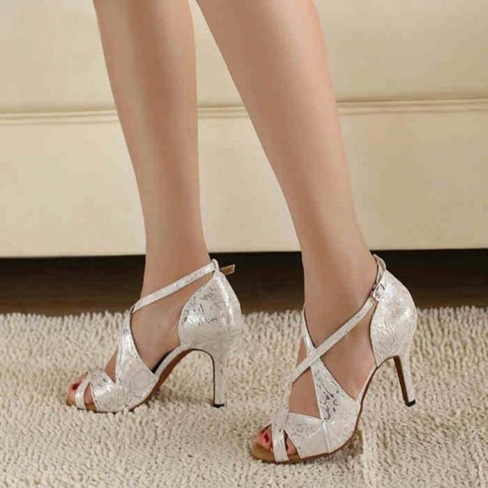 chaussures danse femme salsa blanc irisé avec pédicure en rouge