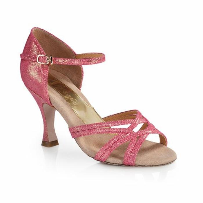 chaussures de dance rose acidulé brillance ouvertes sur les pieds