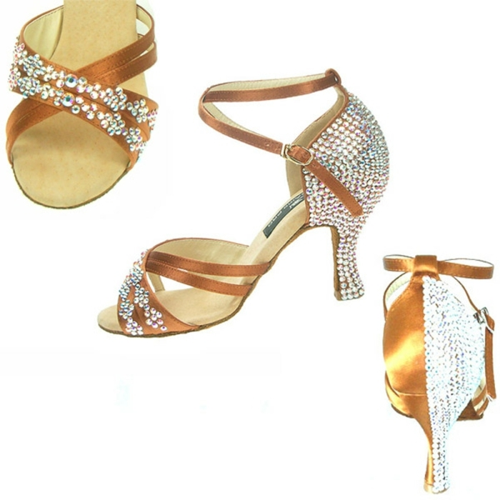 chaussures de danse avec des pierres blanches Swarowski en beige et blanc