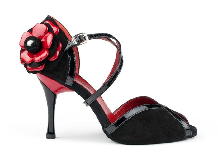 chaussures de dance tango et salsa en rouge et noir avec grande fleur en rouge et noir effet poli