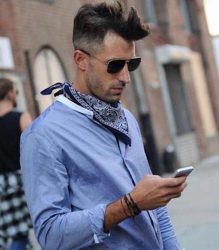 bandana bleu sur chemise clair bandanna pour homme