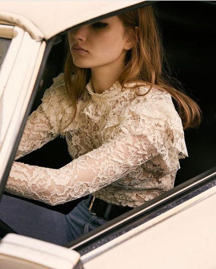 chemise femme dentelle aux volants sur les épaules