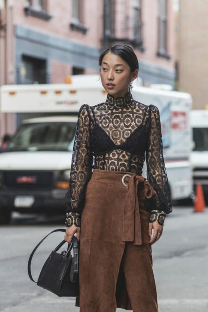 chemise dentelle femme aux manches bouffantes au col type tortue aux motifs pop art