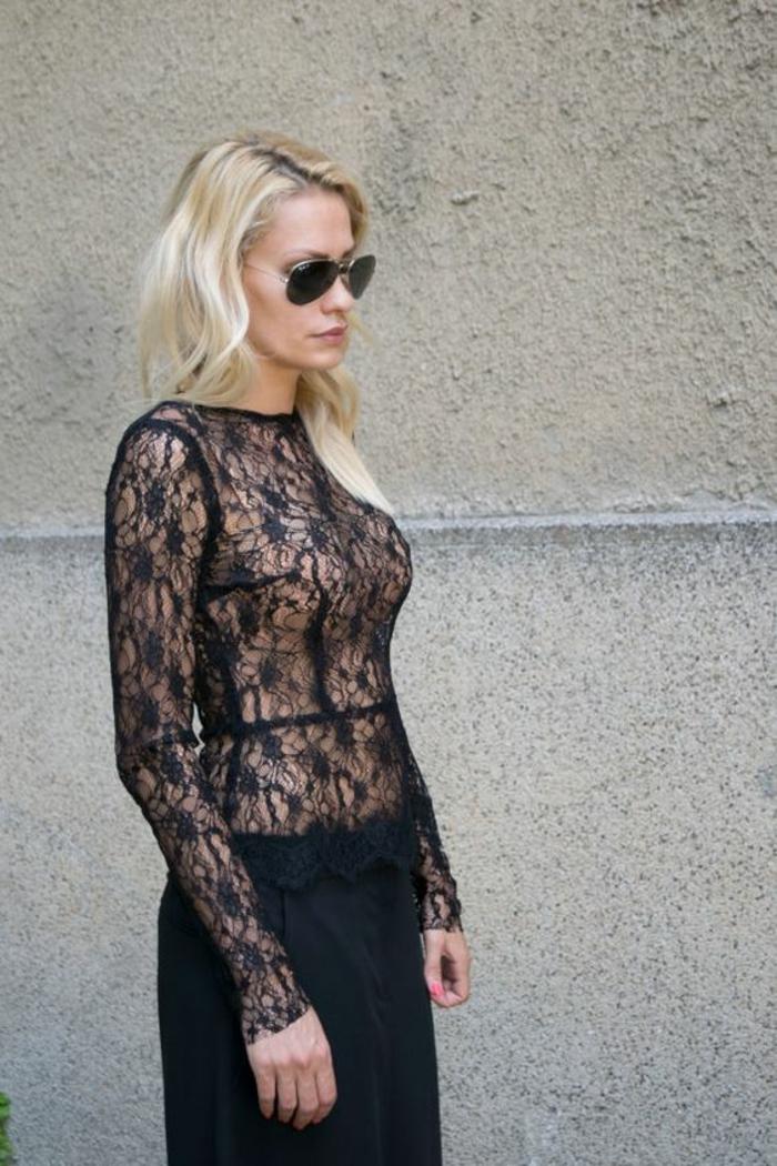 chemise femme dentelle en noir avec jupe noire très style et raffinée