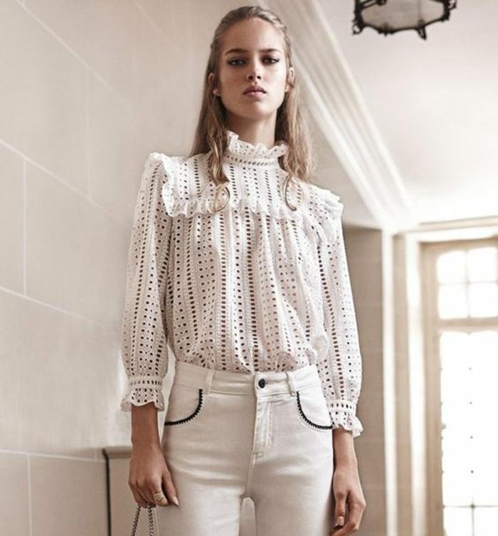 chemise femme dentelle en blanc ajourée au col tortue vieux style époque Victorienne
