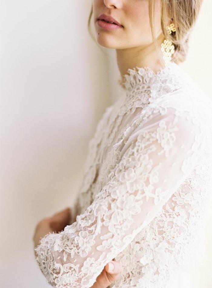 chemisier femme blanc dentelle dans un style recherché féminin et aristocratique