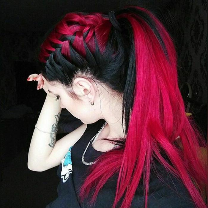 coloration cheveux rose foncé, coiffure tresse et queue de cheval, cheveux noirs, teinture rose foncé