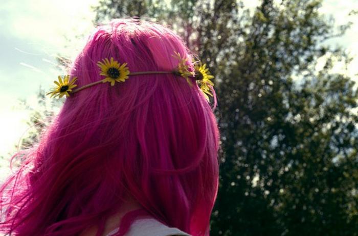 cheveux violet rose, nature, couronne en fleurs jaunes, fille cheveux rose foncé