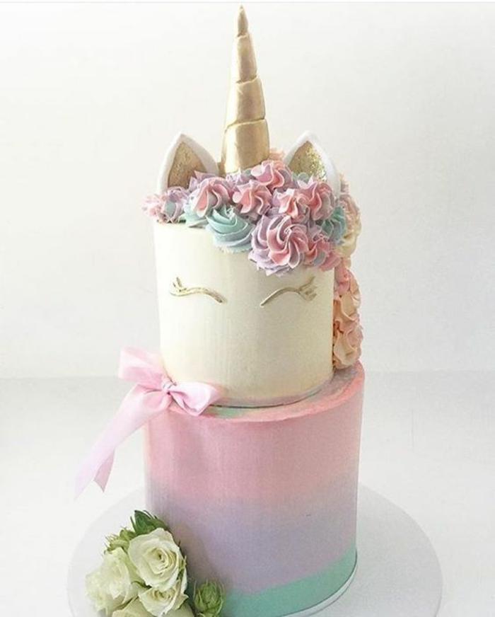 gateau anniversaire garçon gateau anniversaire 1 an deux étages cool idée licorne gâteau