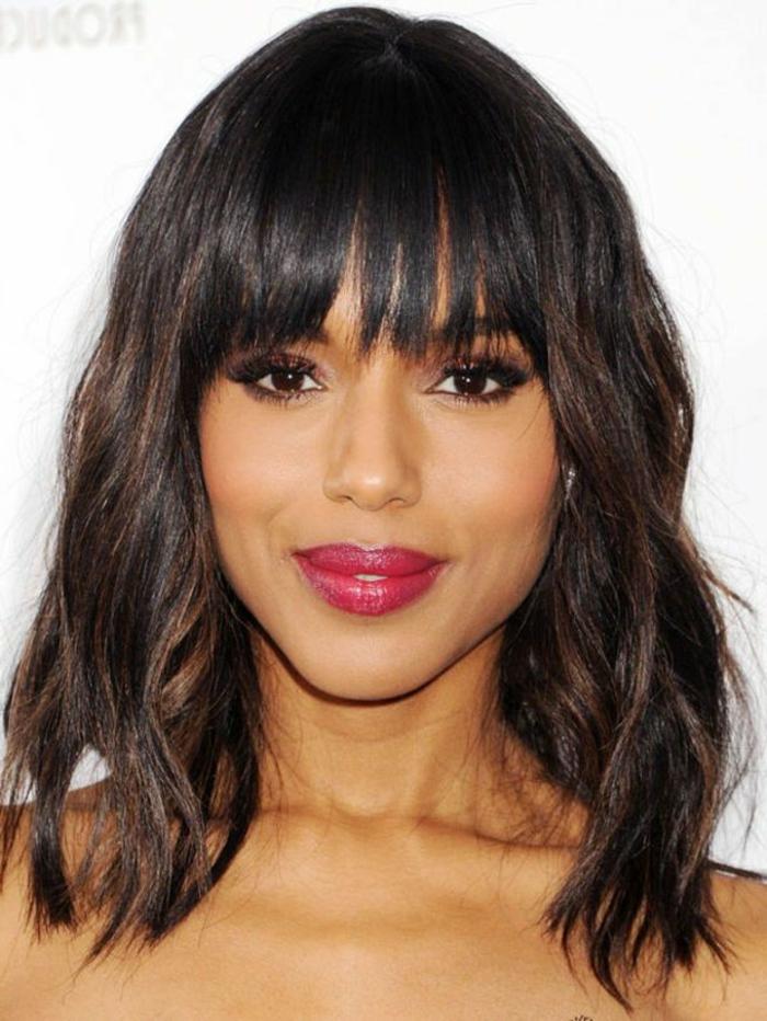 coiffure avec frange carré plongeant, modèle coiffure afro, visage carré, en forme de coeur, coupe de cheveux femme moderne