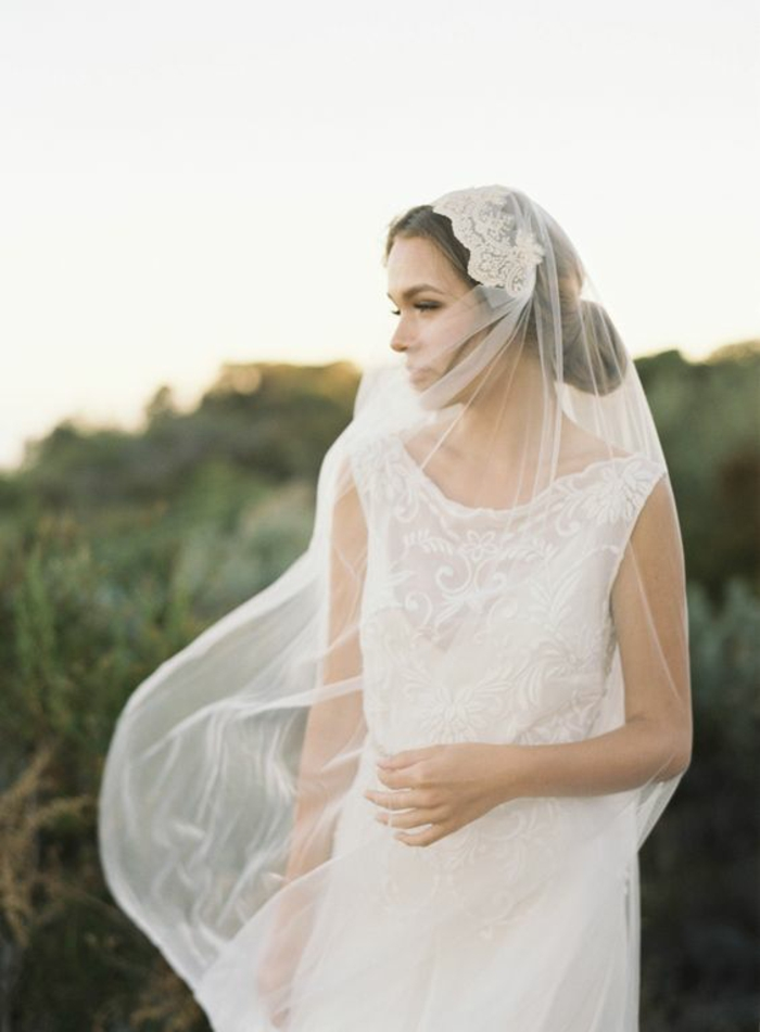 un voile mariée ancien pour un look de mariée vintage, robe de mariée fluide