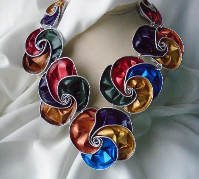 collier capsule nespresso, collier unique en plusieurs capsules