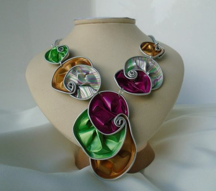collier capsule nespresso, capsules en différentes couleurs