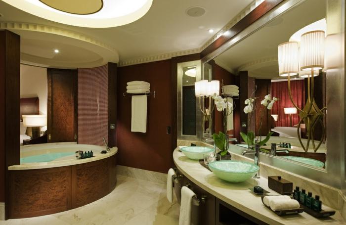 La salle de bain blanche salle de bain de luxe pièce