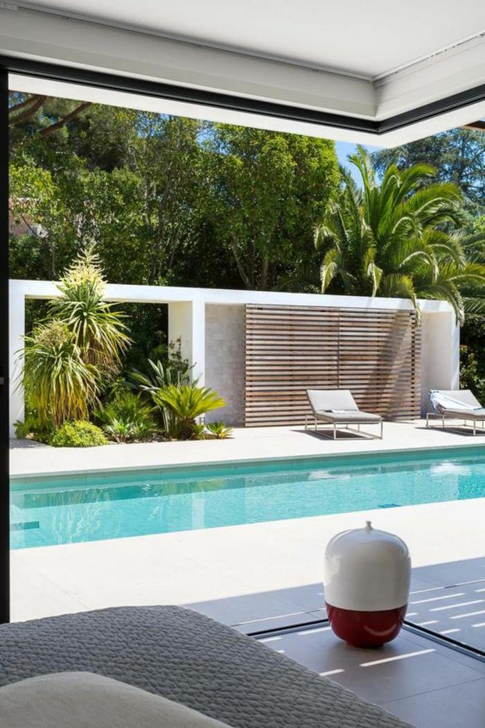 entourage piscine en pleine harmonie avec son environnement, couloir de nage au design raffiné