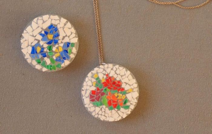 idée comment fabriquer des bijoux, collier constitué de morceaux de coquille d oeuf de couleurs diverses, mosaique multicolore