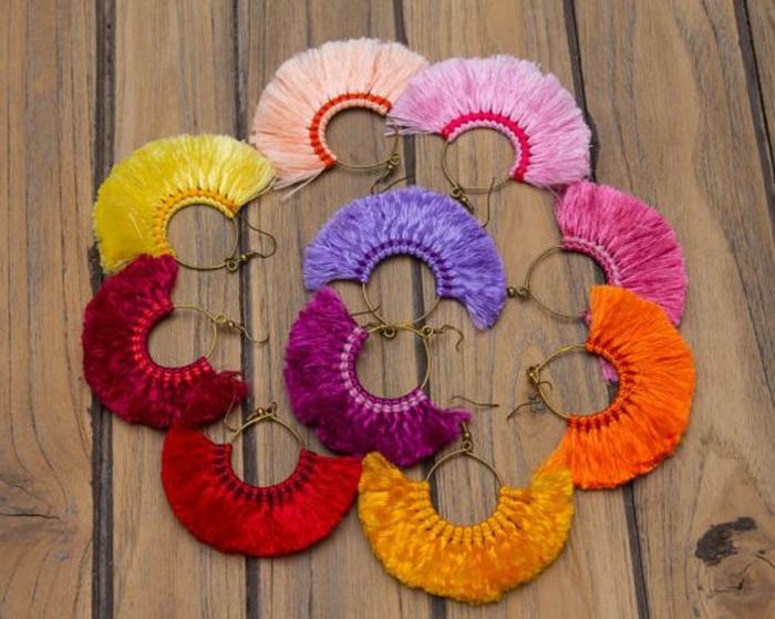fabriquer des boucles d'oreilles avec des fils différents et des anneaux