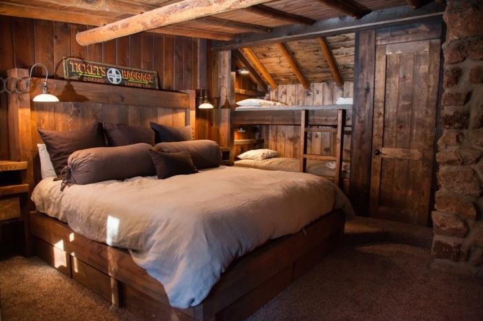 le nid douillet, ambiance rustique, plafond avec poutres en bois, lampes de chevet