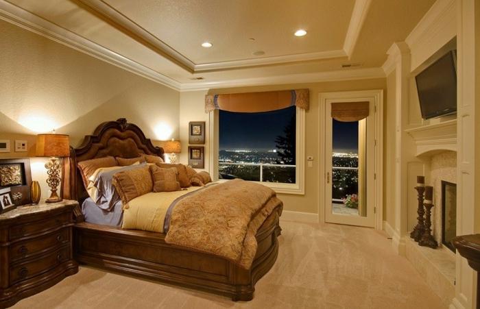 le nid douillet, cadre de lit en bois, grande fenêtre, plafond suspendu, coussins décoratifs
