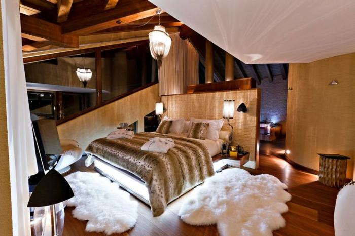 matelas nid douillet, tapis moelleux, parquet en bois, couverture de lit tigre, fenêtre asymetrique