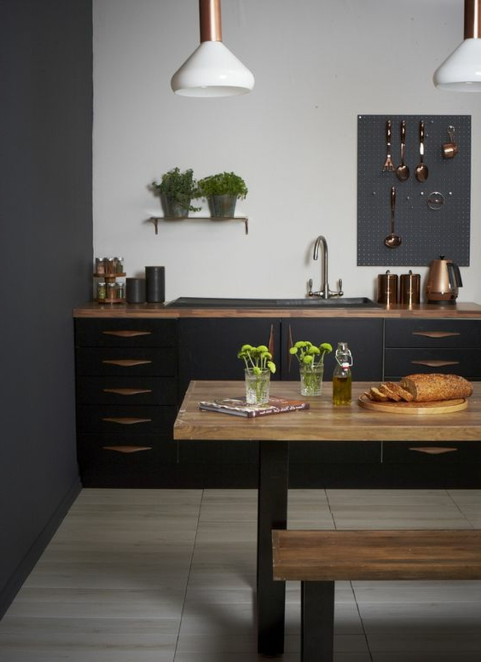 beautiful comment peindre un mur table en bois cuisine style en bois et noir with comment. Black Bedroom Furniture Sets. Home Design Ideas