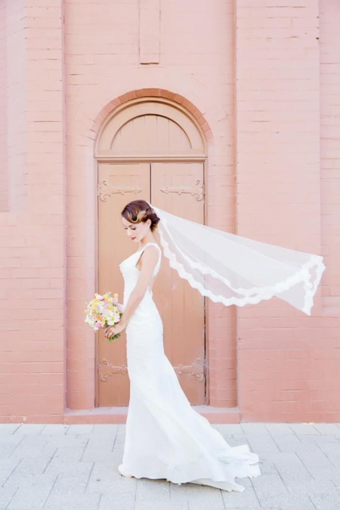 un voile mariée vintage à bordure en dentelé, robe de mariée élégante