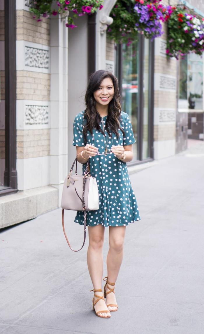 Les robes classique pour femme tendances sandales simples