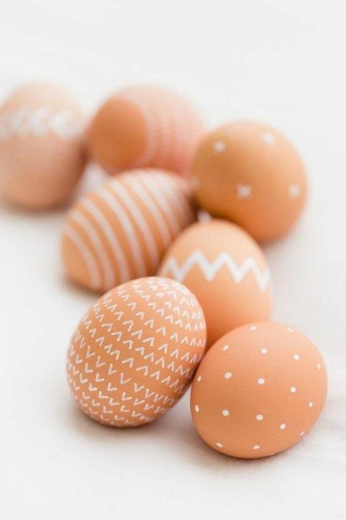 Beau oeuf de Pâques décoration coloration simple