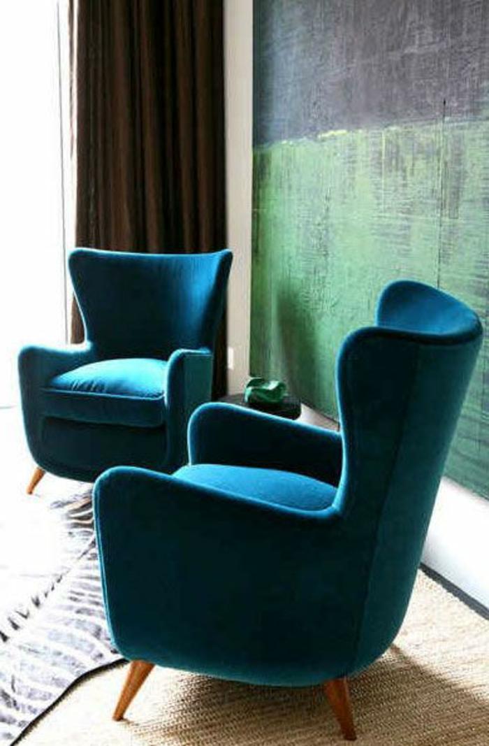 couleur canard, fauteuils bleus, mur bleu-vert
