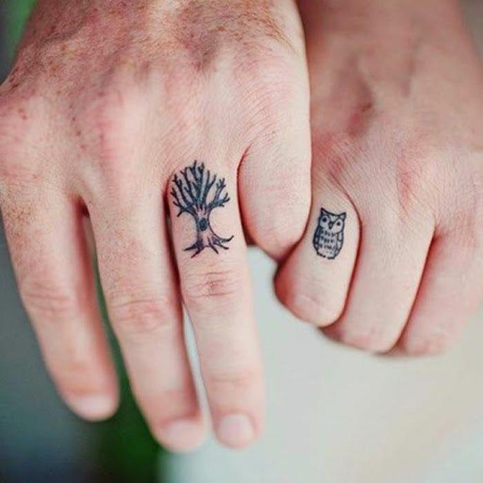 un tatouage doigt couple discret et original, tatouage romantique pour un couple