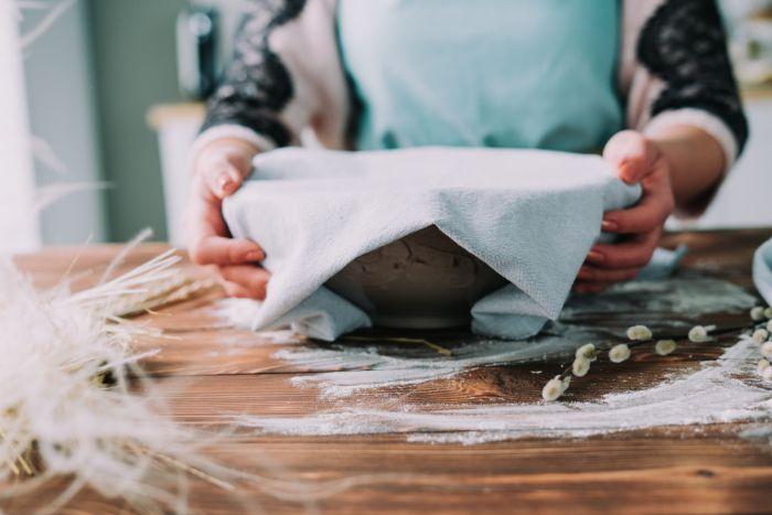 placer la pâte dans un bol et couvrir d une serviette en tissu, recette brioche moelleuse pour paques