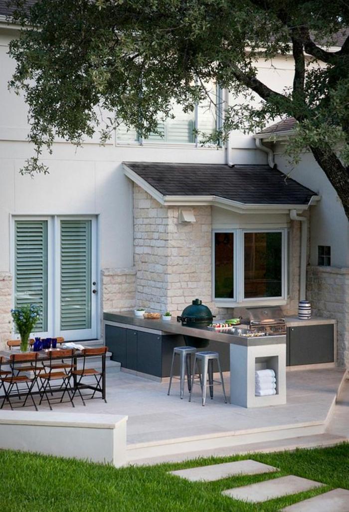 un coin repas avec cuisine au design contemporain, idée d'aménagement d'un patio moderne