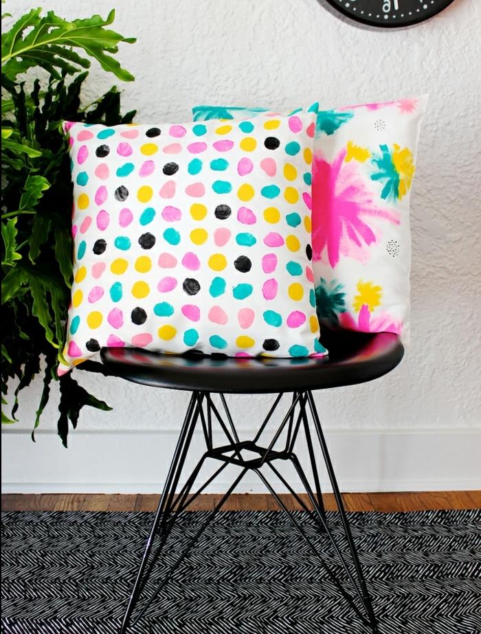 taies d oreiller customisées à la peinture, points et fleurs colorées, diy facile et rapide, astiuce deco fait maison