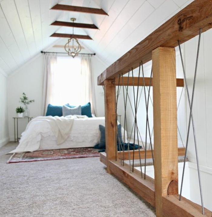 amenagr comble, mezzanine, tapis gris, linge de lit blanc, coussins bleus, tapis oriental, couleur peinture grise, suspension originale