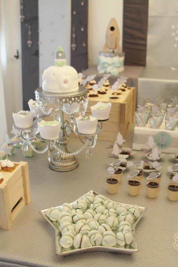 une décoration baby shower douce et élégante, buffet de naissance aux couleurs pastel