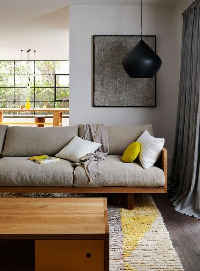 déco jaune, sofa gris bois et tissu, suspension tom dixon, peinture murale grise